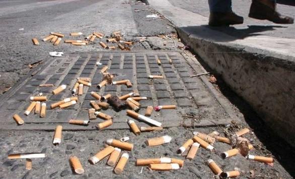 sigarette gettate a terra